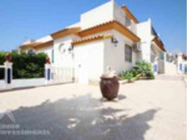 3 Dormitorios, 2 Baños Villa Se Vende en Playa Flamenca, Alicante