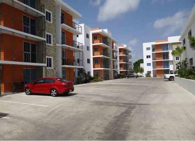 Apartamentos en 4to nivel de 3 habitaciones y 2 baños con 2 parqueos, RD$ 2,850,000.00