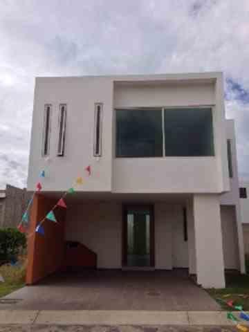 Residencia en Real San Ignacio en Col Sta Anita  por Lopez Mateos  $2,050,000 Te