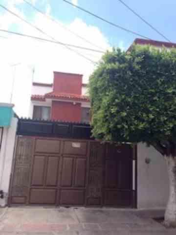 Casa amplia en jardines de jerez