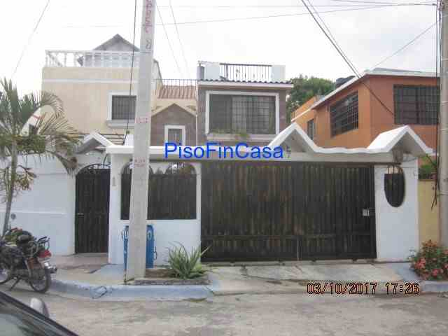 Casa semi-amueblada con piscina y cabaña en Residencial El Acuario