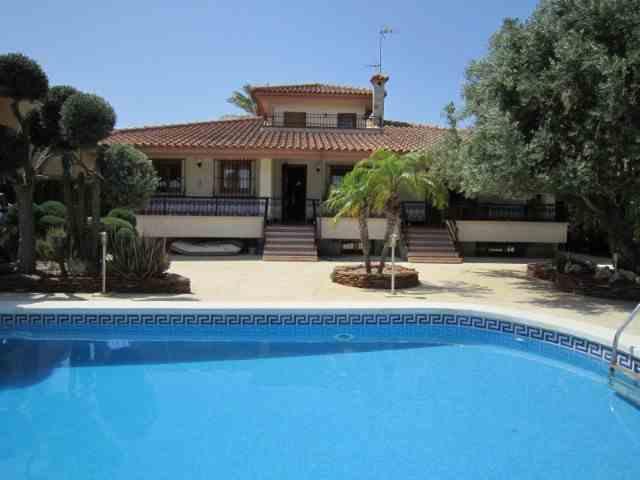 Chalet 3 Habitaciones + 3 Estancias Venta 450 000 €  (1212)