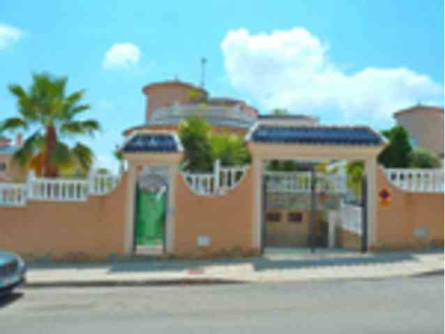 4 Dormitorios, 3 Baños Villa Se Vende en Pinar de Campoverde, Alicante