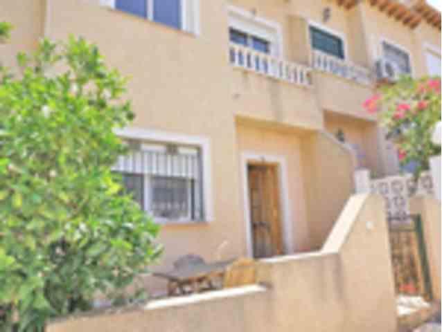 2 Dormitorios, 2 Baños Adosado Se Vende en Villamartin, Alicante