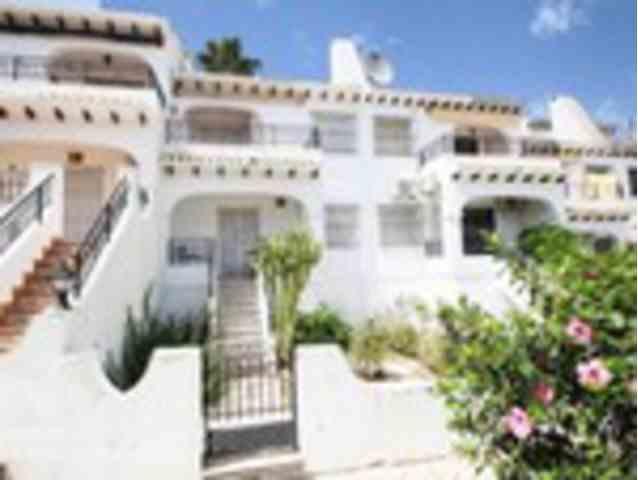 3 Dormitorios, 2 Baños Adosado Se Vende en Villamartin, Alicante