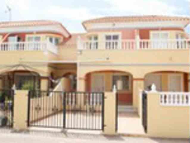3 Dormitorios, 2 Baños Adosado Se Vende en Torrevieja, Alicante