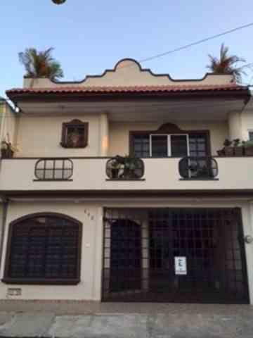 Casa en venta con recamara en planta baja cerca de Altabrisas