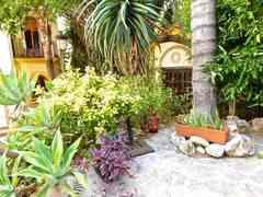 Marbella: Chalet con piscina, garaje, casa de invitados en venta