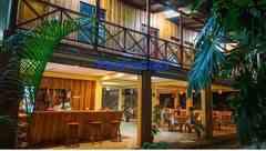 PEQUEÑO HOTEL CON AMPLIO TERRENO EN TAMBOR PUNTARENAS
