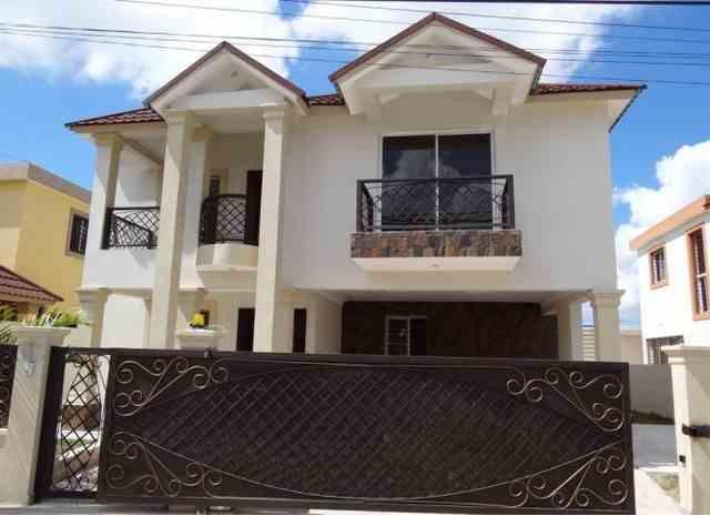 Casa de 3 habitaciones 2 1/2 baños y hab. de servicio, RD$ 6,500,000.00