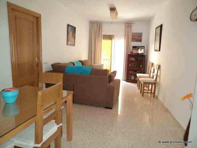 Ref. 0411 - En venta piso primera planta 4 dormitorios 2 baños y garaje, Puente Genil